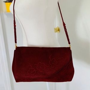 Woman's vintage shoulder bag